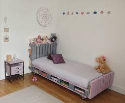 lit avec des palettes lit palette enfant aymeric art