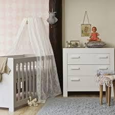 chambre bebe pin lit bébé réglable en hauteur en pin gris clair sur