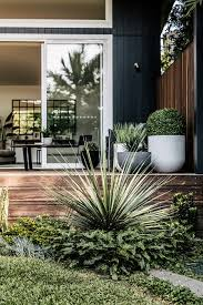 Balcony Garden by A Landscape Designers Guide To Using Pots