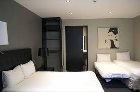 chambre accessible handicapé hôtel réservation de chambres chambre d hôtel handicapé situé à