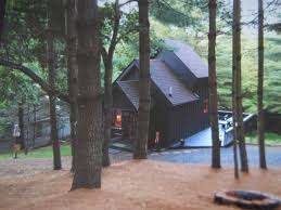 tiny cabin cottage 1 bedroom sleeps 4 steps from new river and