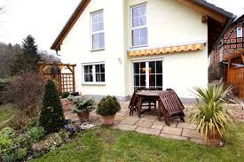 Zu Verkaufen Einfamilienhaus Modernes Einfamilienhaus Mit Großem Garten Und Viel Platz In