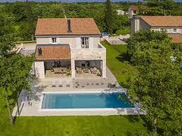 cuisine d été design villa de luxe avec des meubles design piscine privée et cuisine d