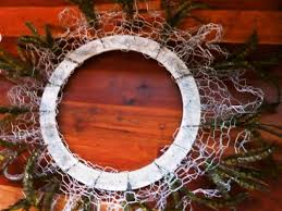 how to make a wreath from chicken wire and feathers diy