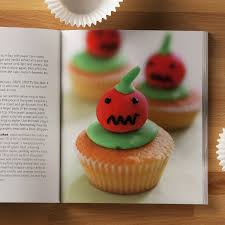 200 cupcakes hamlyn all colour cookbook joanna farrow