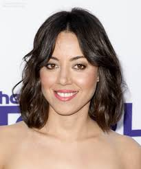 haircuts above shoulder aubrey plaza right above the shoulders hairstyle with a softly