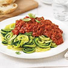 comment cuisiner la courgette spaghetti spaghettis de courgettes sauce à la viande soupers de semaine