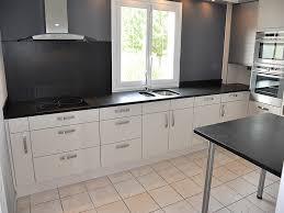 plaque granit cuisine intérieur granit plan de travail en granit noir finition