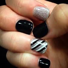 got my nails done by nicole at solar image in lufkin black white