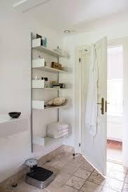 regale für badezimmer innenarchitektur tolles kühles badezimmer regalen metall regal