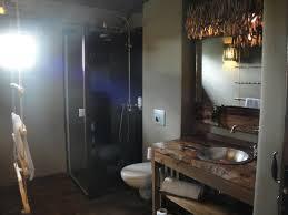 chambre d hote le pal lodge salle de bain wc photo de le pal dompierre sur besbre