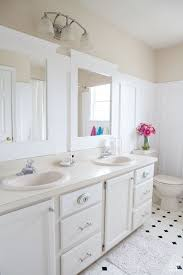 Neutral Color Bathrooms - why i like neutral or white walls in my own style