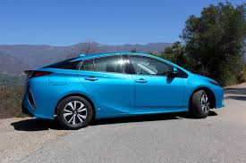 toyota hybrid toyota simultaneously focusing on hybrids and battery powered