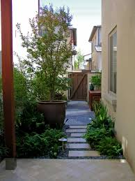 great use of the narrow space between the side of the house and