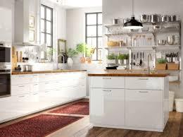 la cuisine v arienne pour tous kuchyně skříňky s dvířky ringhult pracovní deska skogså dub