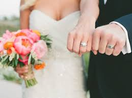 What Goes On Wedding Programs Wedding Rings What U0027s The Wedding Ring Etiquette