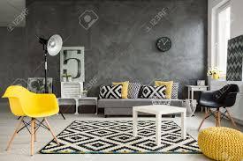 Wohnzimmer Einrichten Mit Schwarzem Sofa Sofa Modern Lizenzfreie Vektorgrafiken Kaufen 123rf