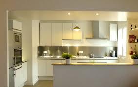 cuisine blanche ouverte sur salon cuisine equipee americaine cuisine moderne originale cuisines