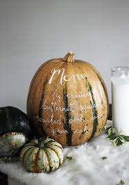 White Ceramic Pumpkin Centerpiece by 25 Stunning Thanksgiving Centerpieces And Tablescapes