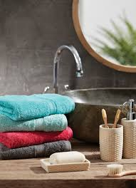 pair bold colours with touches of earthy tones bathroom