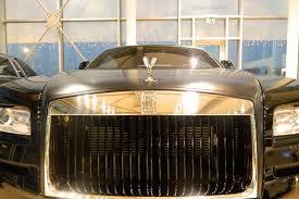 roll royce wraith matte fear the dark force of the rolls royce wraith carbon fiber