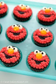 elmo cupcakes elmo cupcakes gush daniel will these for his 2nd birthday