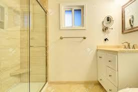 badezimmer auf kleinem raum awesome glastür für badezimmer gallery house design ideas