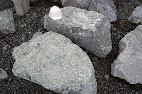 we deliver landscape rock for rock walls near tacoma wa