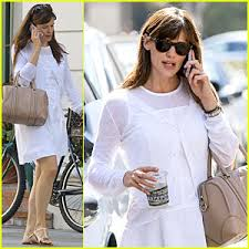 actress in capitol one commercial2015 jennifer garner says capital one s venture card stops airline seat