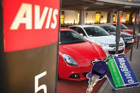 automotive avis budget acquisisce gruppo maggiore e si rafforza in
