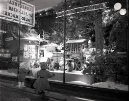 Christmas Window Decorations Chicago by 376 Best Peeping Tom Images On Pinterest Christmas Windows