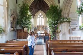 St Mark S Church Berkshire First Look At The Stunning Displays Of White Roses And Pink
