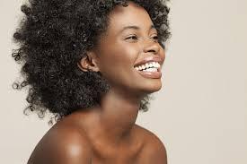 coupes cheveux courts quelle coiffure adopter pour des cheveux afros madame figaro