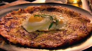 cuisiner poireaux poele rösti de poireaux et gruyère oeufs au plat selon gordon ramsay