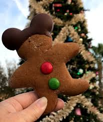 When Do Christmas Decorations Go Up At Disneyland Best Tips For Surviving Christmas At Disneyland My No Guilt Life