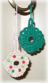 ravelry crocheted wreath ornaments pattern by lake