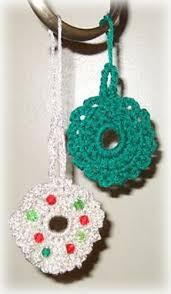 ravelry crocheted wreath ornaments pattern by lake