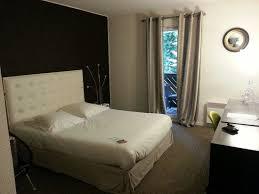 h el avec dans la chambre chambre 27 de l hôtel avec balcon et baignoire photo de hôtel