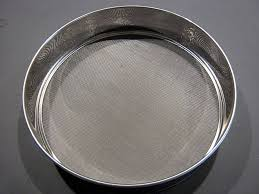 tamiser cuisine matériel de cuisine et de pâtisserie un tamis pour tamiser les