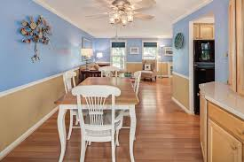 Dining Room With Ceiling Fan by Traditional Dining Room With Crown Molding U0026 Built In Bookshelf In