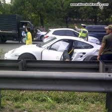 porsche 911 indonesia 2010 porsche 911 turbo wrecked jakarta indonesia