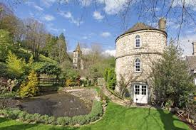 the chalford roundhouse a stone tower house small house bliss