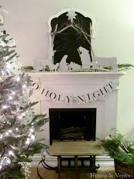 Christmas Decoration For Mantelpiece by 18 Christmas Mantel Decorating Ideas Home Decor Tip Junkie