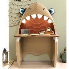 chambre pirate enfant decoration chambre pirate bureau pirate en forme de requin chambre