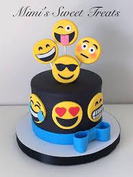 wedding cake emoji best 25 emoji cake toppers ideas on birthday cake