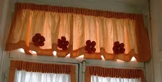 tende con mantovana per cucina 40 idee per mantovane in legno moderne immagini decora per una