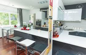 cuisine avec bar ouvert sur salon cuisine indogate separation cuisine americaine et salon cuisine