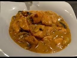 cuisiner le poulet cuisiner un poulet à la crème fraîche et chignon