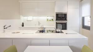 cuisine blanc et noyer meubles de cuisine santos des modèles qui s adaptent à des
