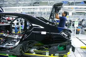 bmw factory robots mercedes boots robots from the production line bloomberg
